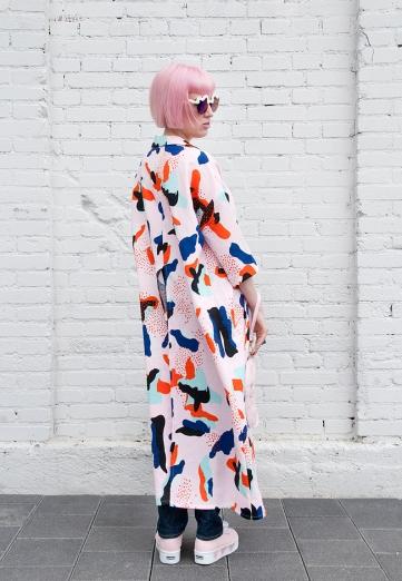 saraisinlovewith_blogger_streetstyle_pippalynn_printed_duster_pastel_pink_hair_denim_sukiwaterhouse